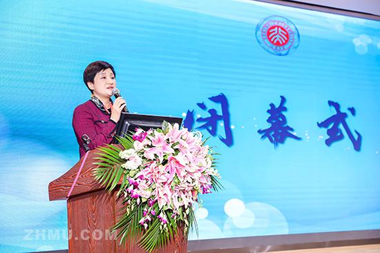 中国殡葬协会专家委员会主任伊华宣读共识