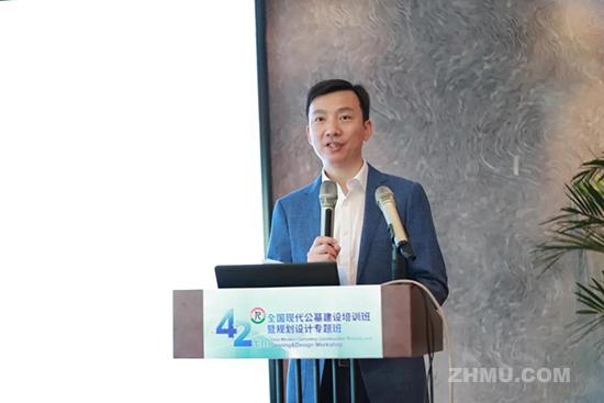 中国殡葬协会公墓工作委员会主任赵小虎作开班动员讲话